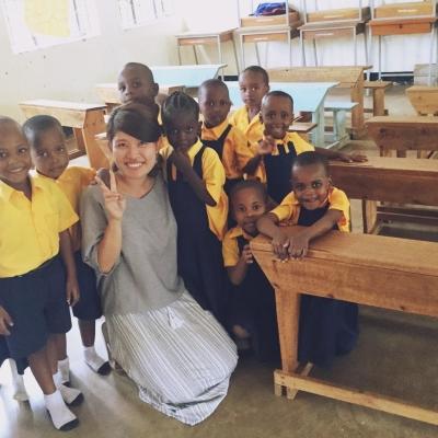 タンザニアで教育 真下晃江